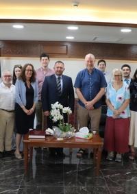 حنانيا يلتقي مع وفد بريطاني ديني رفيع المستوى في دار بلدية بيت لحم