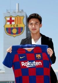 الياباني آبي ينتقل رسميًا لبرشلونة