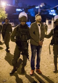 الاحتلال يعتقل شابين من جنينويصيب أحدهما بالرصاص