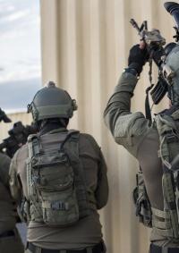الاحتلال يعتقل 3 شبان في رام الله بزعم حيازتهم عبوات ناسفة