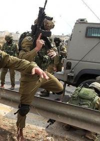 إصابة جندي بحجارة مستوطنين قرب نابلس