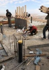 20 ألف عامل دفعوا العام الماضي نحو 480 مليون شيكل لـ