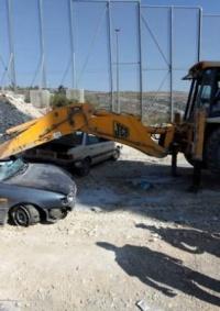 الشرطة وباسناد الاجهزة الامنية تضبط وتتلف 120 مركبة غير قانونية في بيت لحم