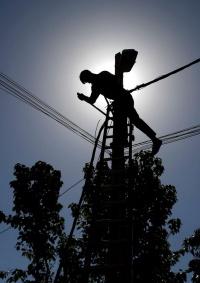 غداً .. الاحتلال يبدأ المرحلة الثالثة من قطع الكهرباء عن الضفة