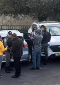 (فيديو) الاحتلال يعتقل طواقم تلفزيون فلسطين في القدس