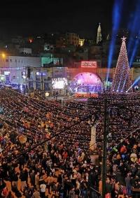 (شاهد) بيت ساحور تحتفل بإضاءة شجرة الميلاد