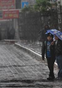 أجواء شديدة البرودة وأمطار غزيرة حتى الثلاثاء