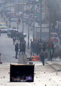الاحتلال يعتقل فتيين خلال مواجهات على المدخل الشمالي لبيت لحم