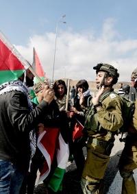 اصابات بالاختناق بعد قمع الاحتلال لمسيرة سلمية بالخليل