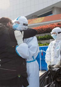 بعد 76 يوما من إغلاقها... السلطات الصينية ترفع حظر الخروج من ووهان