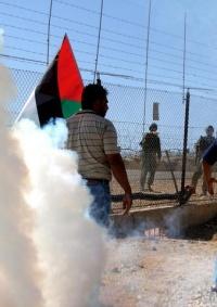 عشرات حالات الاختناق خلال قمع الاحتلال مسيرة نعلين الأسبوعية السلمية