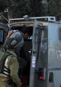 الاحتلال يعتقل أربعة فتية من مخيم العروب