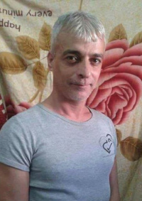 وقفة في الخليل تطالب بإطلاق سراح الأسير أبو وعر الذي يعاني من السرطان و