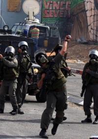 الاحتلال يُصيب فتاة بمنزلها في جنين