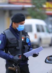 الشرطة تكثف جهودها في المتابعة الميدانية لحالة الطوارئ لمواجهة فايروس كورونا