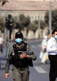 إسرائيل تخفف قيود كورونا
