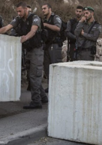 الاحتلال يضع مكعبات اسمنتية على طريق الباذان شرق نابلس