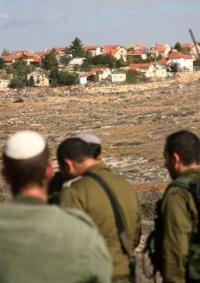 منسق عملية السلام يحذر من استمرار التوسع الاستيطاني ويدعو إسرائيل لوقفه