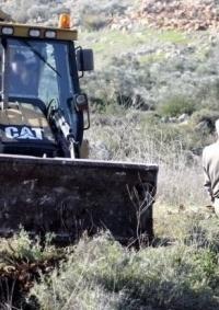 الاحتلال يفرض غرامة مالية على مواطن من طمون مقابل الإفراج عن جرافته