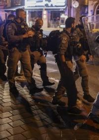 شرطة الاحتلال ومتطرفون يعتدون على متظاهرن عرب في يافا
