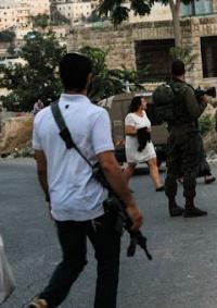مستوطنون يعتدون على صحفيين في تل رميدة وإصابة مواطن في التوانه جنوب الخليل