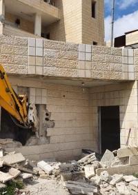 الاحتلال يجبر مقدسيا على هدم غرف سكنية في حي وادي الجوز