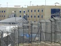 الاحتلال يمنع أسرى سابقين من زيارة ابنائهم في