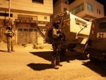 الاحتلال يعتقل 13 مواطنا بينهم أشقاء في سلفيت