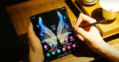 سامسونغ تكشف عن هاتفها المتطور الجديد القابل للطي