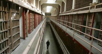 أثناء فحص جسد سجين أميركي..