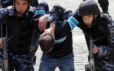 شرطة بيت لحم تقبض على مطلوب صادر بحقه مذكرات قضائية بنصف مليون شيكل