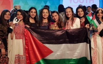 أول مدرسة مقدسية تحصد جائزة أفضل شركة طلابية ريادية على الوطن العربي