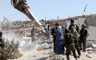 الاحتلال يخطر بهدم منزل ويصور غرفا سكنية شرق يطا جنوب الخليل
