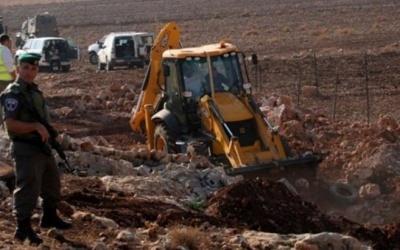 مواطنون يتصدون لمحاولات الاحتلال تجريف أراضٍ شرق قلقيلية