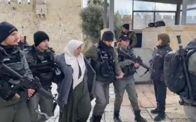بالفيديو- الاحتلال يعتقل سيدة بعد الاعتداء عليها بالقدس