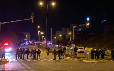 عقب اختفاء طفل: إصابة 23 مواطنا في بيت حنينا والاحتلال يغلق القدس