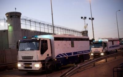 الاحتلال يؤجل الإفراج عن أربعة أسرى من نابلس