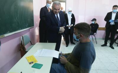 رئيس الوزراء يفتتح امتحانات الثانوية العامة