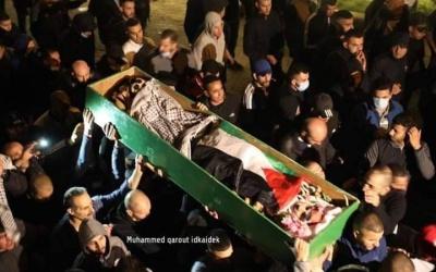 صور وفيديو| جماهير غفيرة تشيع جثمان الشهيد إياد الحلاق في القدس