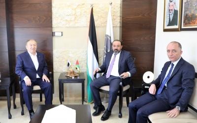 النائب العام يلتقي وزير الاقتصاد الوطني خالد العسيلي