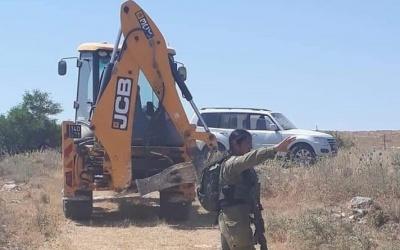 الاحتلال يطلب انزال العلم الفلسطيني عن مجلس بردلة في الاغوار