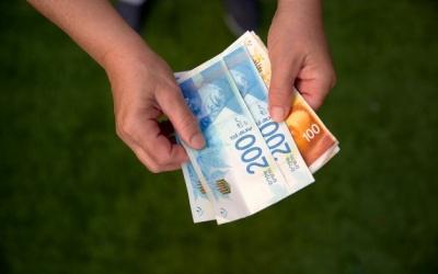 المالية: صرف رواتب الموظفين بدءا من الثلاثاء بنسبة 50% بحد أدنى 1750 شيقلا