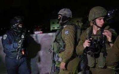 الاحتلال يعتقل شابين من مخيم بلاطة