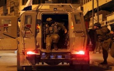 الاحتلال يعتقل مواطنا من الخليل