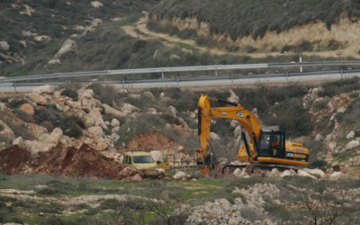 الاحتلال يجرف أراض زراعية جنوب قلقيلية