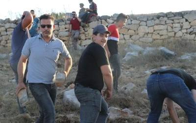 إصابة عدد من المزارعين باعتداءات نفذها مستوطنون في نابلس