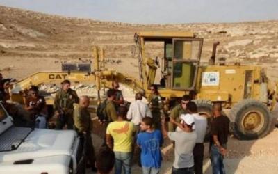 الاحتلال يستولي على آليات ثقيلة جنوب الخليل