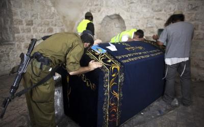 مطالبات اسرائيلية باعادة احتلال منطقة قبر يوسف في نابلس