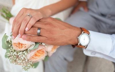 رجل اعمال متزوج من 4 سيدات: يعشن في منزل واحد ويتسابقن في إسعادي