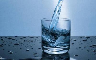 الماء السائل نوعان .. دراسة تكشف الحقيقة المذهلة